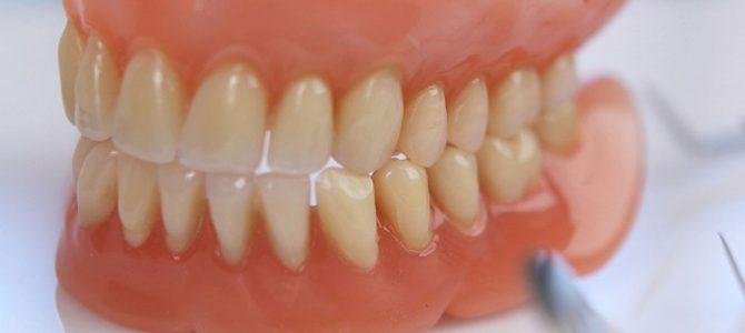 Protezy zębowe – kiedy wybrać?